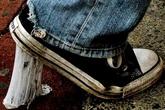 3 cách gỡ kẹo cao su dính vào đế giày