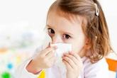 Bé 2 tuổi nhập viện vì uống nhầm thuốc nhỏ mũi