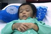 Bé 4 tuổi gãy xương đùi vì mẹ ruột, bố dượng đánh