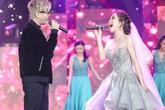 Bùi Anh Tuấn ôm hôn Hương Tràm trước 1.000 khán giả
