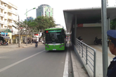 """Xem buýt nhanh của Hà Nội lần đầu xuống phố và có xe """"hộ tống"""""""