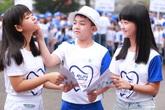 Con nuôi danh hài Hoài Linh thử tài làm nha sĩ