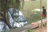 Taxi bất ngờ lao xuống hồ khiến 4 người thiệt mạng