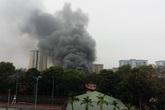 Dân hoảng loạn vì gara ô tô giữa chợ Xanh bốc cháy dữ dội