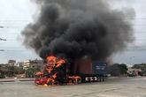 Hải Phòng: Xe container cháy dữ dội trên đường