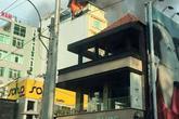 Hàng chục người tháo chạy khỏi khách sạn bốc cháy ở Sài Gòn