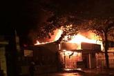 Hỏa hoạn thiêu rụi 3 căn nhà cùng hàng chục xe máy