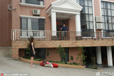 Cô gái đốt túi xách hàng hiệu để ly dị chồng đại gia