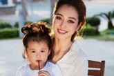Con gái Jennifer Phạm diện đồ đôi cùng mẹ