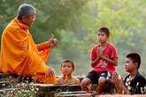 Triết lý nhà Phật (3): Con người bỏ an lạc, tự hủy hoại mình khi nuôi dưỡng hận thù