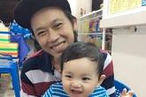 Phát sốt ảnh danh hài Hoài Linh bế con trai Khánh Thi cười tít mắt