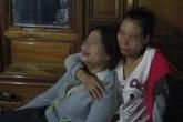 Thừa Thiên Huế: Cô gái trẻ khóc ngất bên di thể mẹ và anh trai