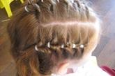 Nguy cơ rước họa vì làm đẹp tóc cho bé gái