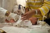 """Chăm sóc """"vùng kín"""" cho trẻ trai (1): Kiến thức bà mẹ nào cũng cần biết"""