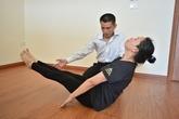 Liệt nửa người vẫn trở thành huấn luyện viên yoga giỏi