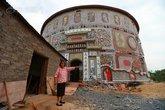Cụ bà 86 tuổi chi 21 tỉ đồng xây cung điện gốm sứ