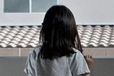 Bé gái 6 lần bị cưỡng bức