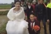 """Đám cưới cổ tích của """"nàng Bạch Tuyết và chú lùn"""" khiến dân mạng xúc động"""