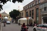Nhếch nhác giữa Thủ đô: Làm đám giỗ ngay trước Nhà hát lớn!
