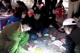 """Hai phụ nữ nuôi con nhỏ say mê đỏ đen ở sới bạc """"khủng"""" nhất Quảng Ninh"""