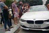 Bố dùng búa đập vỡ kính xe BMW để giải cứu con gái
