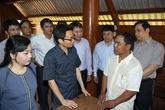 Phó Thủ tướng và Bộ trưởng Bộ Y tế thị sát vùng dịch sốt xuất huyết