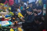 Chen chúc xem quẻ đầu năm ở ngôi đền thiêng nhất xứ Nghệ