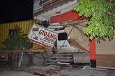 Xe container đâm sập nhà dân, 3 người thoát chết