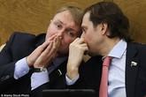 """Dự luật Nga cho chính phủ """"mua lại"""" con của phụ nữ muốn phá thai"""
