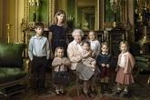 Những bức ảnh đắt giá của nữ hoàng Anh bên con cháu