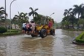 """Những hình ảnh hài hước trong trận ngập """"kinh hoàng"""" ở Hà Nội"""