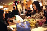 Chiếc túi xách 18.000 USD đại gia mua cho kiều nữ và bài học bất ngờ về vật chất
