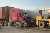 2 xe container đâm nhau, tài xế nguy kịch