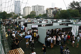 Giới trẻ nườm nượp đổ về hội chợ container đầu tiên tại Hà Nội