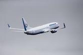 Máy bay hỏng động cơ, hạ cánh khẩn, gần 400 người thoát chết