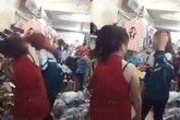 Cô gái mặc áo đồng phục bị bắt quả tang trộm giày ở shop