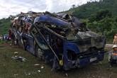 """Vụ lật xe khách làm 14 người thương vong: """"Quanh tôi, hàng chục người nằm la liệt, kêu cứu"""""""