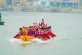 Háo hức xem đua thuyền rồng tại lễ hội làng cá Cát Hải