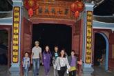 Chuyện lạ ở ngôi đền hàng nghìn người đi lễ vào ban đêm