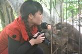 """Những chú khỉ vàng """"không thích phụ nữ"""" ở chùa Nhẫm Dương"""