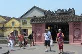"""HDV du lịch dẫn khách đi """"chui"""" ở phố cổ Hội An"""
