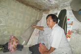 """Cuộc sống ở ngôi nhà tí hon (1): Bị vợ bỏ vì sở hữu """"căn hộ"""" 5m2 giữa phố cổ Hà Nội"""
