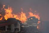 Hải Dương: Cháy dữ dội tại xưởng chứa gỗ