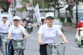 Đạp xe gần 10km mừng Ngày Thầy thuốc Việt Nam