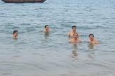 Sau Đà Nẵng, cán bộ chủ chốt Hà Tĩnh tắm biển và ăn hải sản