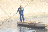 Rác thải bức tử sông hồ Hà Nội