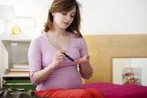 Trị mụn trứng cá sai cách có thể gây sảy, dị tật thai nhi
