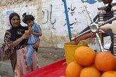 23 người Pakistan chết do ăn kẹo nhiễm độc trong bữa tiệc