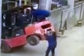 Nữ công nhân bị xe nâng hàng đè chết khi cô đang cố giúp đồng nghiệp gặp nạn