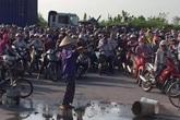 Hải Dương: Dân chặn cổng khu công nghiệp đổ chất thải ra đường